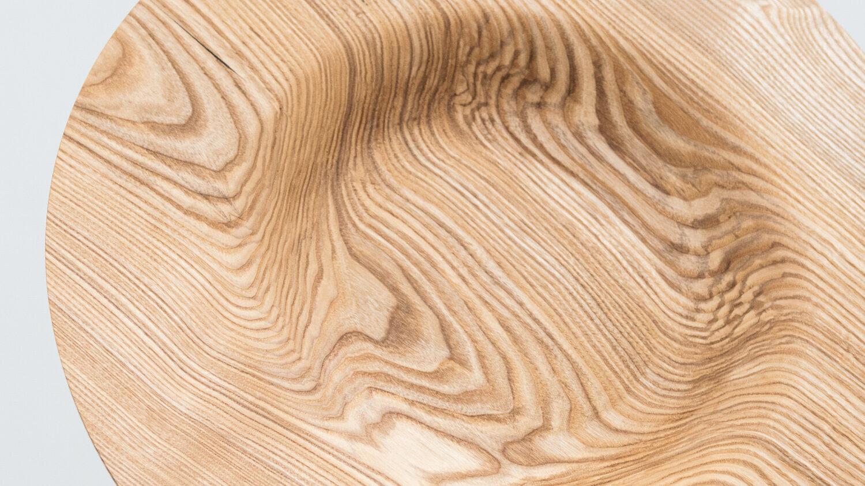 Talerz toczony z drewna jesionu - góra