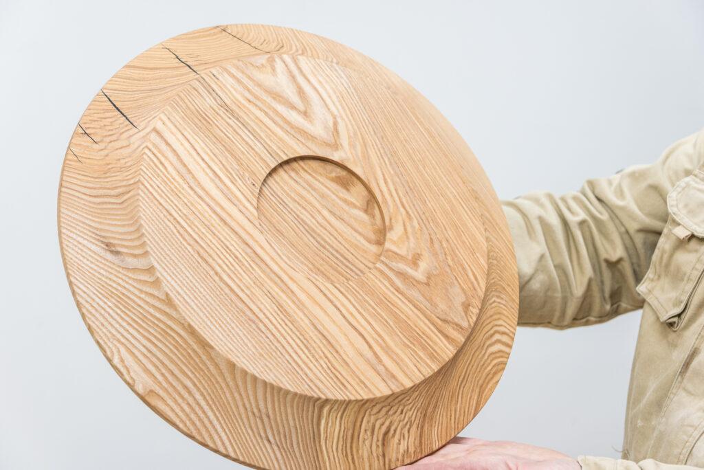 Talerz toczony z drewna jesionu - tył
