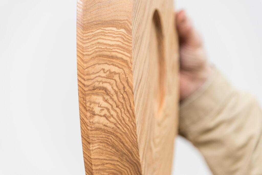 Talerz toczony z drewna jesionu - bok
